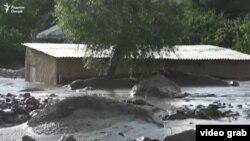 После схода селевого потока на кишлак Амондара Пенджикентского района