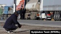 Кыргыз-казак чек арасы. Архивдик сүрөт.