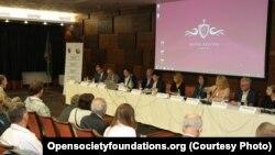 Neki od sagovornika 28. sjednice Međunarodnog upravnog komiteta 'Dekade inkluzije Roma 2005-2015', Sarajevo, 11. septembar 2015.