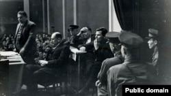 К.Д. Семенчук, руководитель зимовки 1935 г. на о.Врангеля, обвинялся в том, что притеснял коренное население, расстрелян в 1936