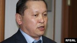 Еңбек және халықты әлеуметтік қорғау вице-министрі Біржан Нұрымбетов. Астана, 4 мамыр 2010 жыл.