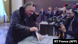 Лицом к событию. Депардье, Киркоров и другие заграничные избиратели Путина