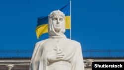 Київ. Пам'ятник Київській княгині Ользі, яка у 957 році прийняла християнство, відвідавши Константинополь