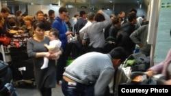 Очередь на таможенном посту в ташкентском аэропорту. Иллюстративное фото.