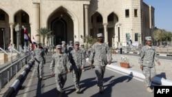 Американские военные покидают дворец Аль-Фао на базе Camp Victory, Багдад, 1 декабря 2011