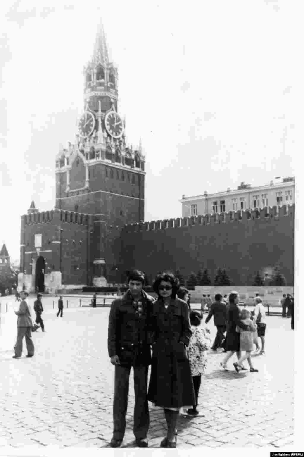 Джолдошева с будущим мужем Болотом на Красной площади. 1980 год.
