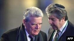 Joachim Gauck (solda), arxiv fotosu
