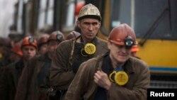 Шахтарі біля вугільної шахти імені Засядька. Донецьк, 4 березня 2015 року