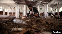 آثار تفجير داخل مسجد في اليمن