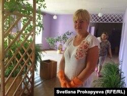 Татьяна во время подготовки школы к новому учебному году