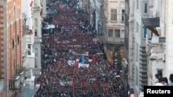 Палестинаны колдогондор менен АКШ элчилиги Иерусалимге көчүшүнө каршылардын жүрүшү. Стамбул, 14-май, 2018-жыл.