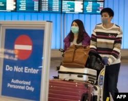 Граждане КНР, прилетевшие в аэропорт Лос-Анджелеса, США, 27 января 2020 года