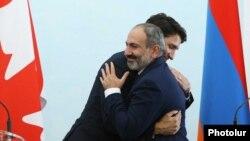 Премьер-министр Армении Никол Пашинян и премьер-министр Канады Джастин Трюдо во время совместной пресс-конференции в Ереване, 13 октября, 2018 г.
