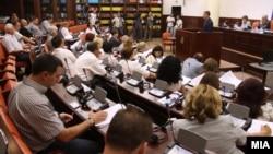 Законите за медиуми пред пратениците на Комисиска расправа.