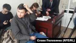 ҚазТАГ агенттігінің жетекшісі Әсет Матаев сотта отыр. Алматы, 28 наурыз 2016 жыл.