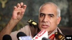 Член Вищої військової ради Єгипту Мамдух Шахін оголошує про плани військових, 18 червня 2012 року