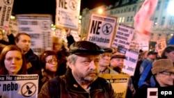 Жители Чехии протестуют против размещения в стране элементов системы ПРО