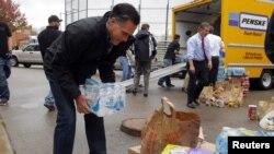 АҚШ президенттігіне кандидат Митт Ромни дауылдан зардап шеккен огайолықтарға жәрдемдесіп жүр. 30 қазан 2012 жыл