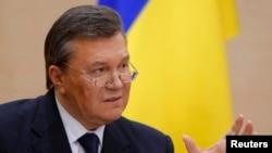 Ռուսաստան - Ուկրաինայի պաշտոնանկ արված նախագահ Վիկտոր Յանուկովիչը ասուլիս է տալիս Դոնի Ռոստովում, փետրվար, 2014թ․