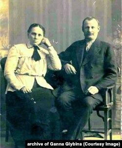 Агафія Яківна і Яків Михайлович Кирпенки, 1906 рік