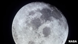 NASA wants to build a base on the moon that would make a manned mission to Mars more feasible.