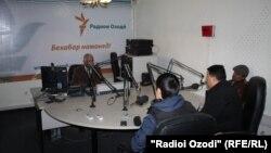 В бюро Таджикской редакции Радио «Свободная Европа» / Радио «Свобода» в городе Душанбе. Иллюстративное фото.