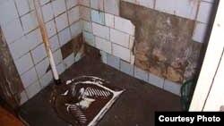 Toalet u studentskom domu u Skoplju