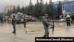 Сили безпеки після вибуху у Кабулі біля місця, де зібралися прихильники Атти Мохаммеда Нура, 16 листопада 2017 року