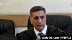 Судья Армен Даниелян зачитывает судебный акт, Ереван, 14 июня 2019 г․
