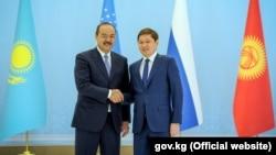 Премьер министры Узбекистана и Кыргызстана Абдулла Арипов (слева) и Сапар Исаков.