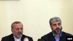 Министр иностранных дел Ирана Манучер Моттаки и политический лидер ХАМАСА Халед Мишаль в Тегеране