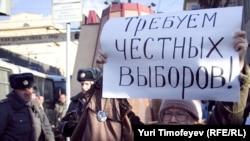 """Акция в рамках """"Стратегии - 31"""" на Триумфальной площади в Москве, 31 марта 2011"""