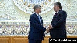 Алмазбек Атамбаев и Эмомали Рахмон. 12 сентября 2014 года.