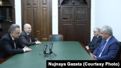 Президент Абхазии Рауль Хаджимба и премьер-министр Валерий Бганба на встрече с заместителем председателя правительства РФ Виталием Мутко