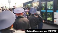 Задержания граждан на мирной акции протеста. Нур-Султан, 1 мая 2019 года.