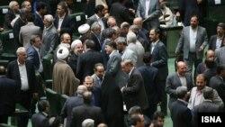 مجلس در روز رای اعتماد