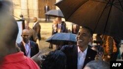 Barack Obama flet me turistët në Havanë gjatë shetisë nëpër kryeqytetin e Kubës