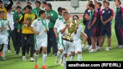 Oýun 4-0 hasaby bilen türkmen futbolçylarynyň üstünligi bilen tamamlandy. 29-njy sentýabr, 2012 ý.
