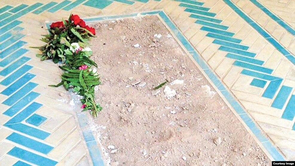 سنگ قبر ایرج افشار(ایران شناس) دزدیده شد