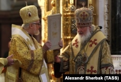 Предстоятель РПЦ патріарх Кирило (Гундяєв) (праворуч) на святкуванні з архієпископом Іоанном (Реннето)