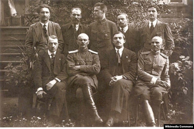 Дзеячы БНР, 1918. Антон Аўсянік стаіць другі справа