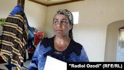 Савсан Джонова, поселившаяся в выделенной ей властями мечети в махалле Хатти Рох.