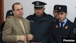 Armenia - Vazgen Khachikian, the former head of the state pension fund, stands trial on corruption charges, Yerevan, 4Dec2014.
