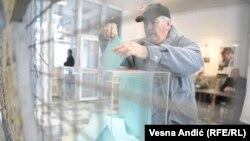 Narodni poslanici se u Republici Srbiji već gotovo dve decenije biraju tako što je cela država jedna izborna jedinica