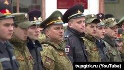 Militari și milițieni la instructajul pentru mobilizare