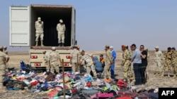 Расейскія ратавальныя службы і эгіпецкія вайскоўцы на месцы катастрофы 2 лістапада 2015