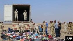 Кырсыкта каза тапкан жүргүнчүлөрдүн жүктөрү. Египет, 2-ноябрь, 2015-жыл.
