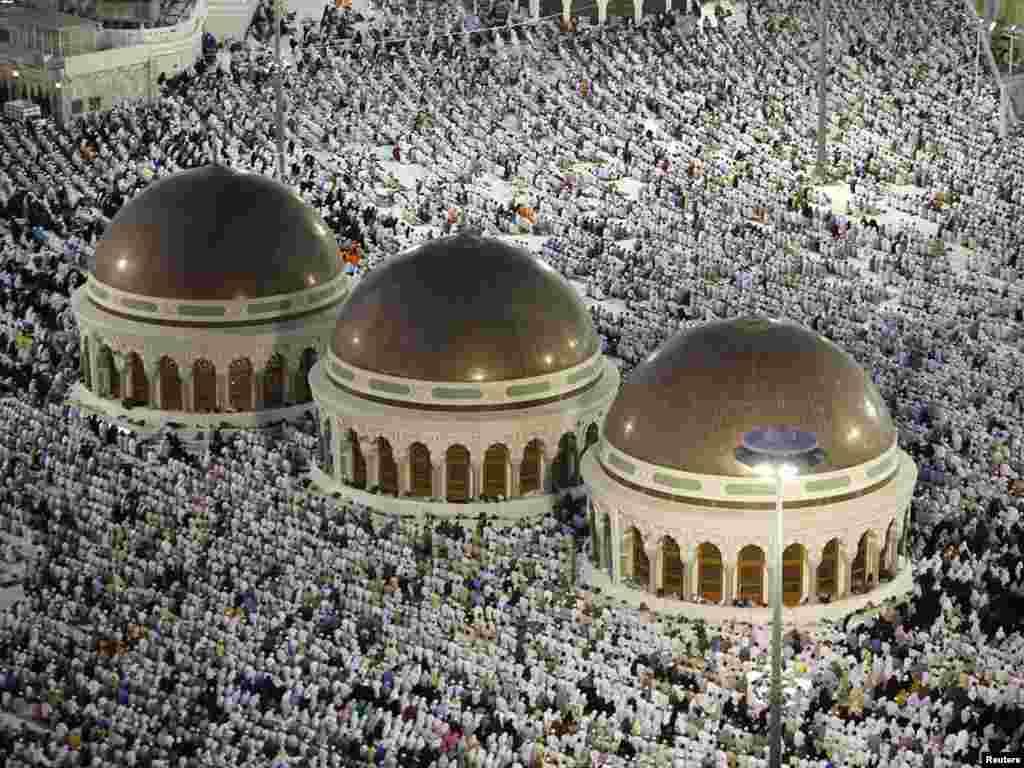 Moda este ultimul lucru la care pelerinii musulmani se gîndesc în timpul pelerinajului la Mecca. Dar felul în care se prezintă un pelerin joacă un mare rol în călătoria în orașul sfînt.