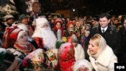 Кандидат в президенты Украины Юлия Тимошенко пошла в народ на Рождество