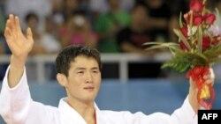 چويی مين-هو از کره جنوبی برنده مدال طلای جودوی مردان المپيک در ۶۰ کيلوگرم شد (عکس از AFP).